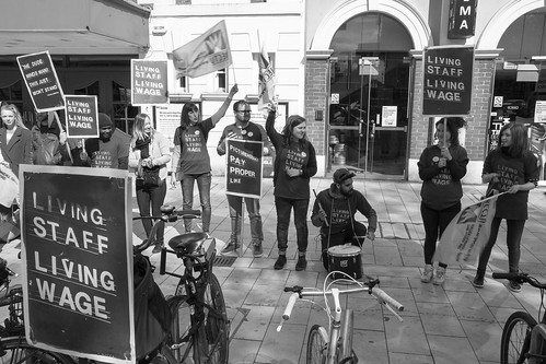 Campaigning for a Living Wage and Fair Contracts at Oxford University