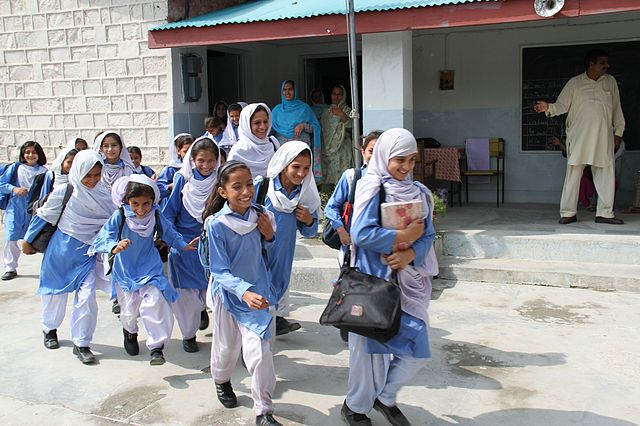 Pakistan: Discriminatory rules preclude Afghan refugee children from attaining secondary education